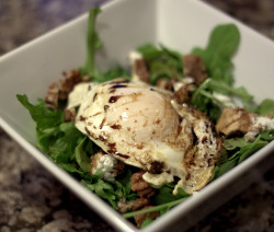 Arugula salad with goat cheese, candied walnuts and egg.